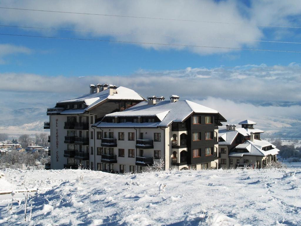 All Seasons Club Hotel взимку