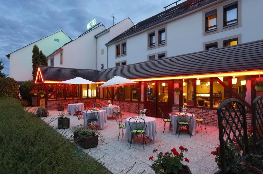 Restaurant ou autre lieu de restauration dans l'établissement The Originals City, Hôtel Ikar, Blois Sud (Inter-Hotel)