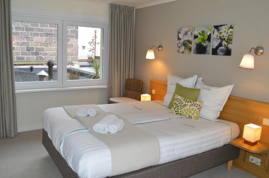 A bed or beds in a room at Hotel Ambrosia