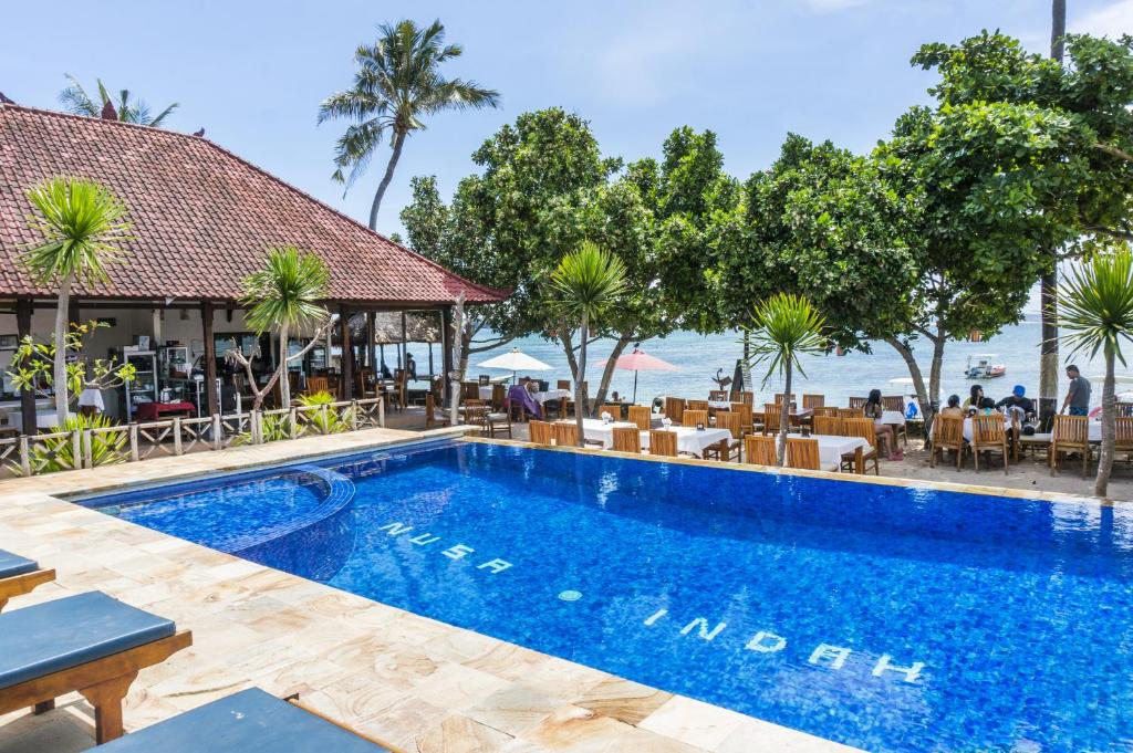 The swimming pool at or near Nusa Indah Bungalow