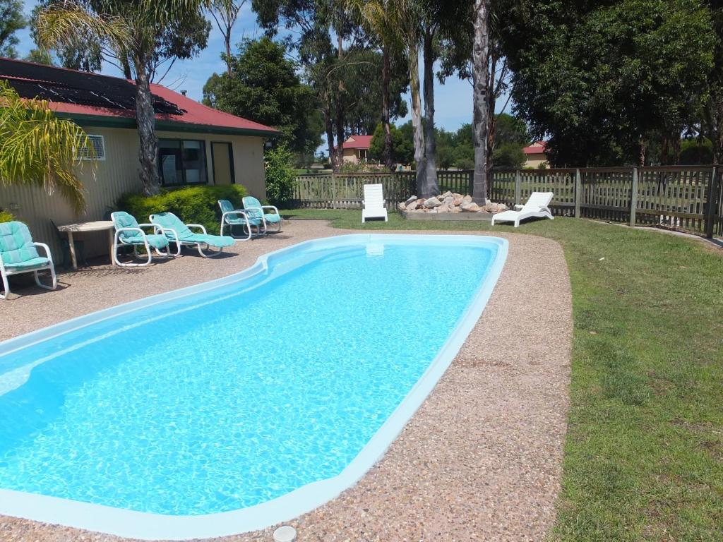 The swimming pool at or near Lakes Entrance Country Cottages