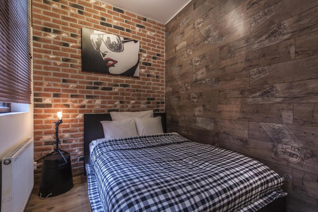 Łóżko lub łóżka w pokoju w obiekcie Happy 7 Hostel & Apartments