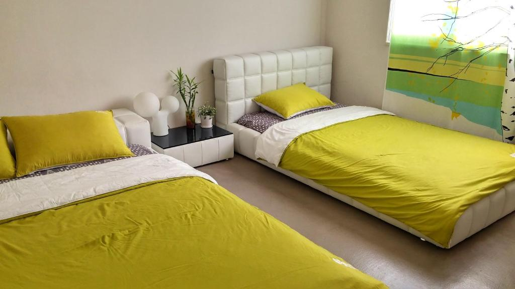 A bed or beds in a room at Urbanwood Guesthouse