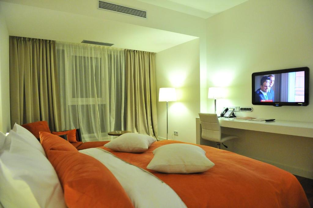 A bed or beds in a room at Worldhotel Saltanat Almaty