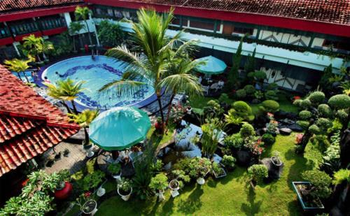 A view of the pool at Peti Mas Hotel or nearby