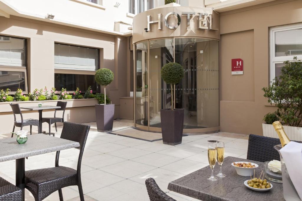מסעדה או מקום אחר לאכול בו ב-Timhotel Opéra Blanche Fontaine
