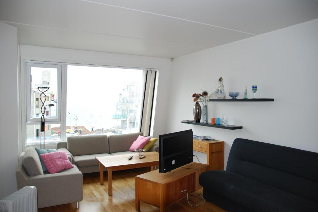 A seating area at Tromsø Apartments