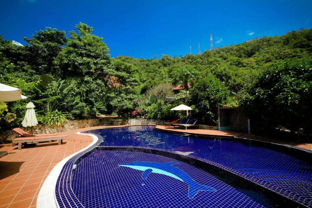 The swimming pool at or near Legend Kep Resort