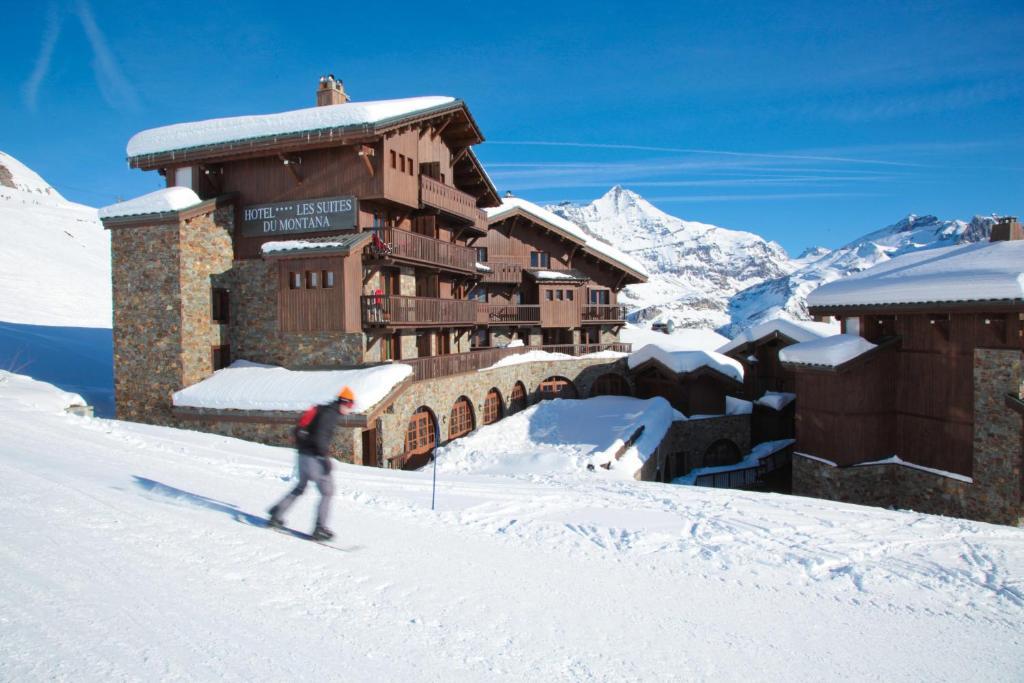 Hôtel Les Suites Du Montana during the winter