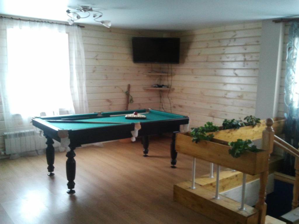 A pool table at Guest House Aynur