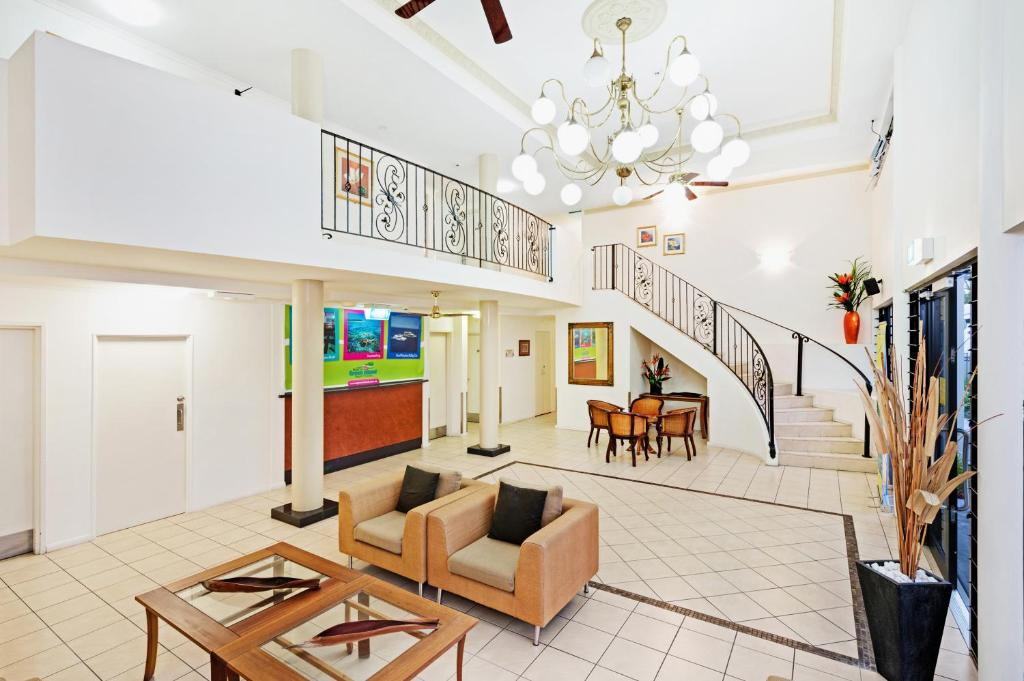 The lobby or reception area at Cairns Queens Court