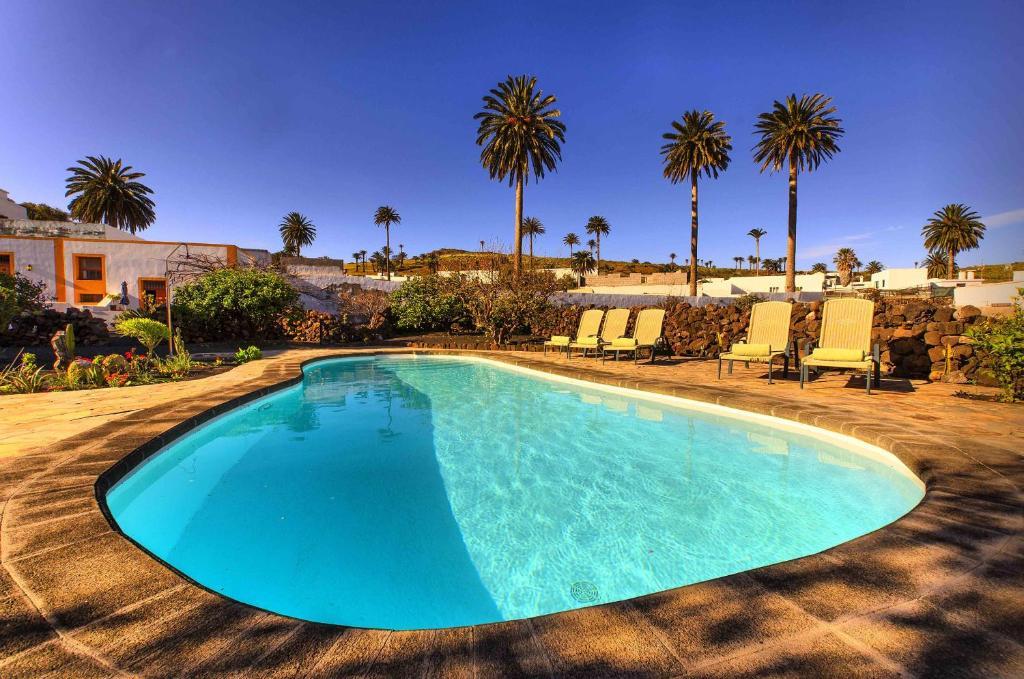 The swimming pool at or close to Casa Rural Villa Lola Y Juan