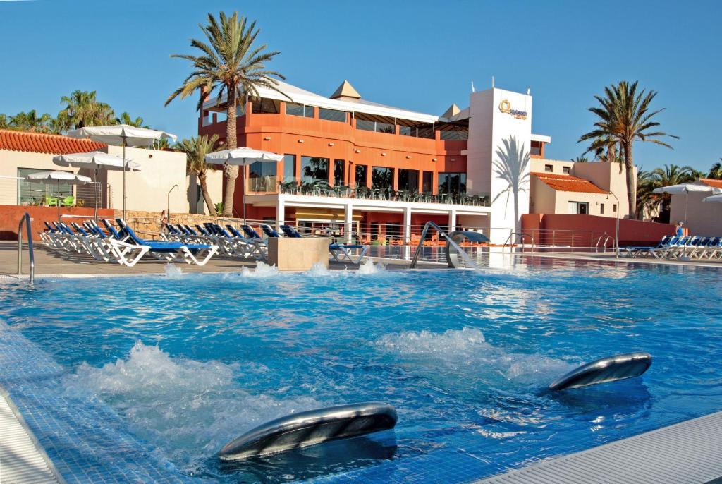 Het zwembad bij of vlak bij Caybeach Caleta