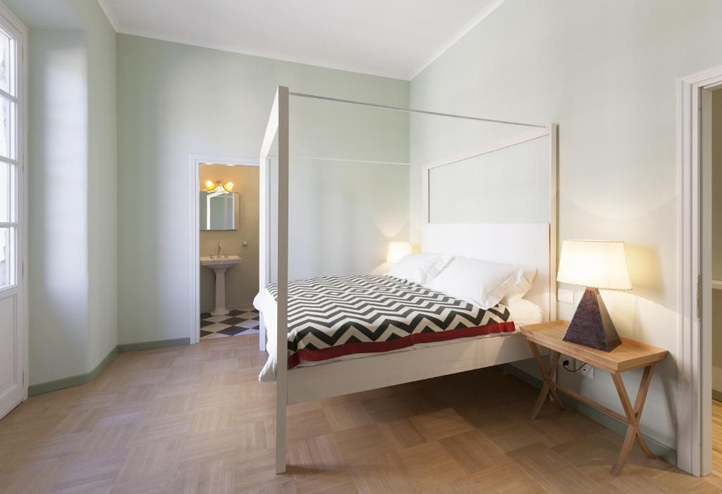 A bed or beds in a room at Atellani Apartments