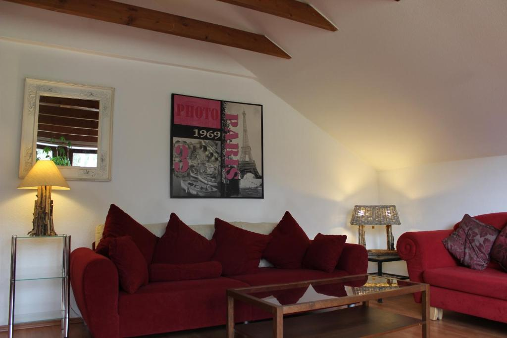A seating area at Apartment Ramersdorf