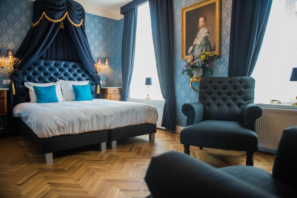A bed or beds in a room at De Barones Van Leyden