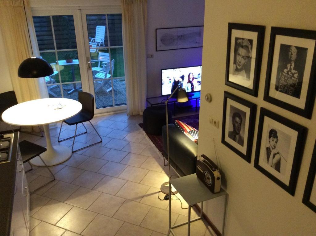 Televizors / izklaižu centrs naktsmītnē Oans Thuus