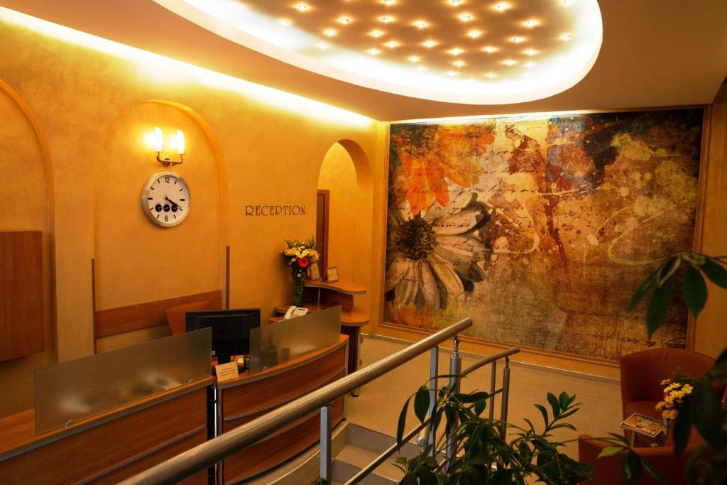 The lobby or reception area at Hotel Bulair