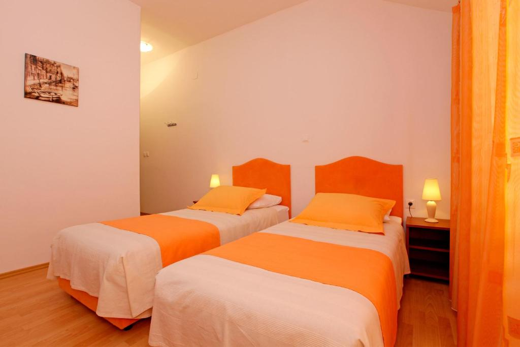 A bed or beds in a room at Guest House Kod Peskarije