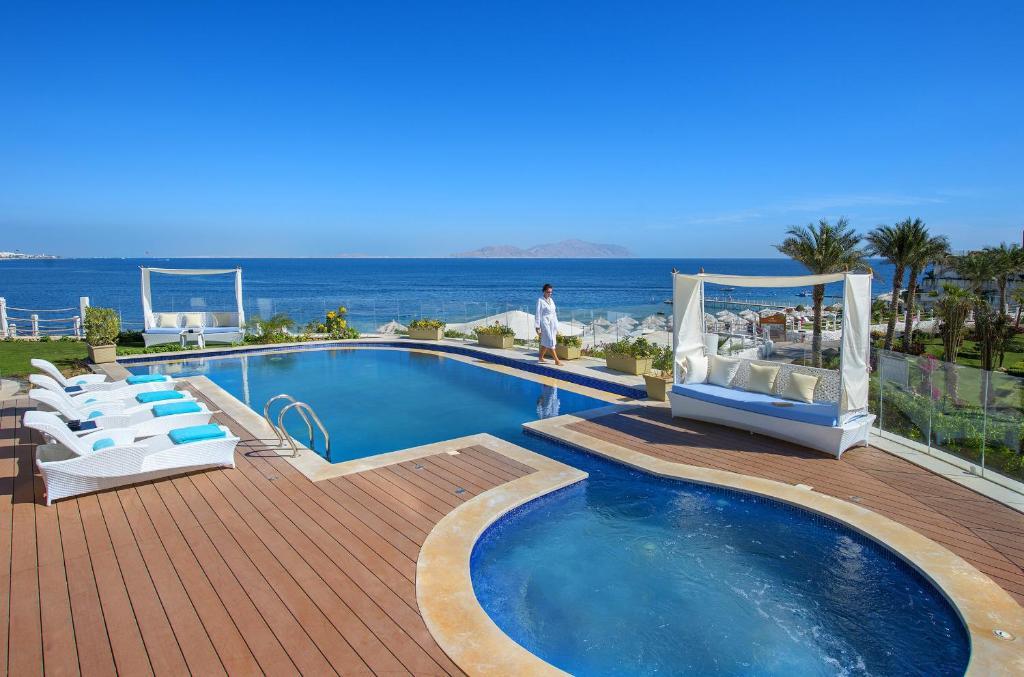 Бассейн в Sunrise Arabian Beach Resort или поблизости
