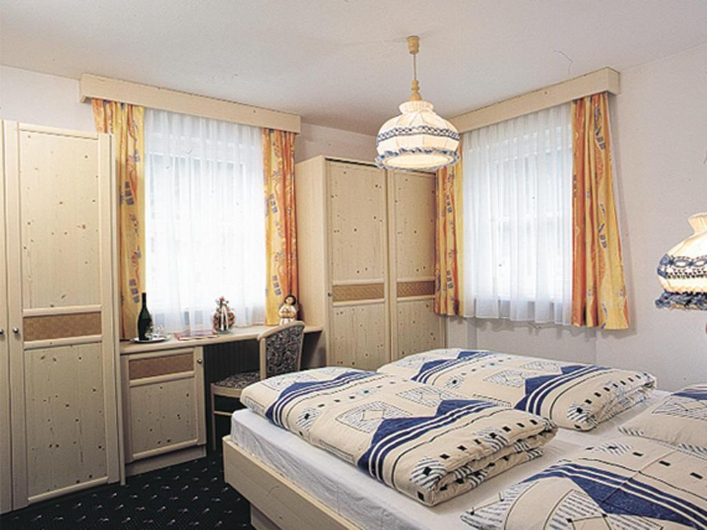 A bed or beds in a room at Appartmenthotel Residence Elvis