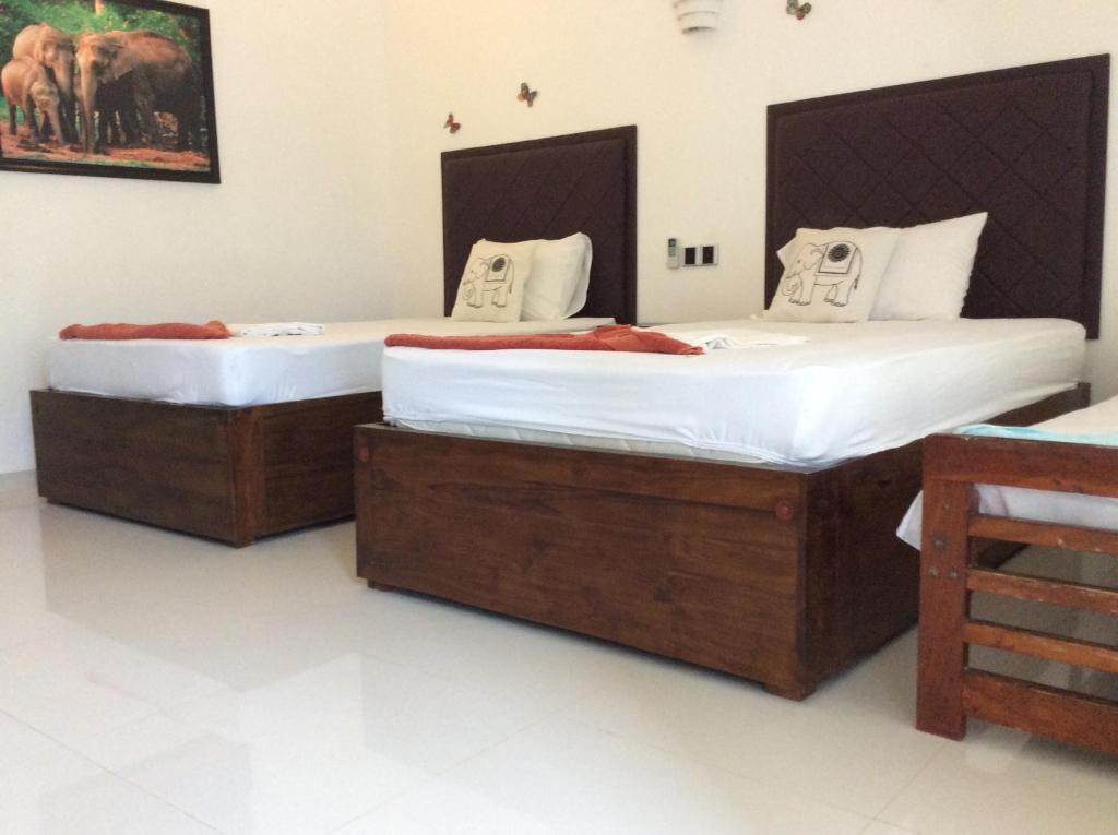 A bed or beds in a room at Lemazone Inn