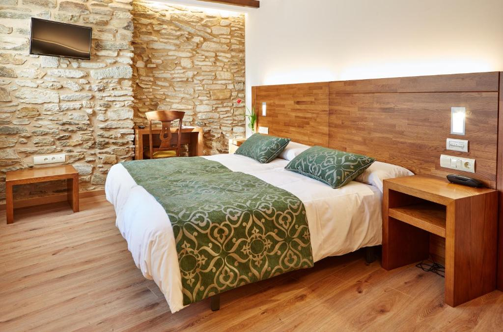 A bed or beds in a room at Hostal Mapoula P.R.