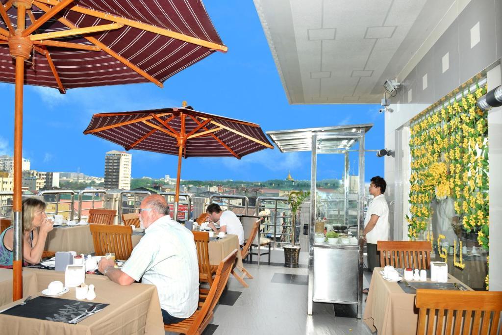 ห้องอาหารหรือที่รับประทานอาหารของ Hotel Grand United - 21st Downtown