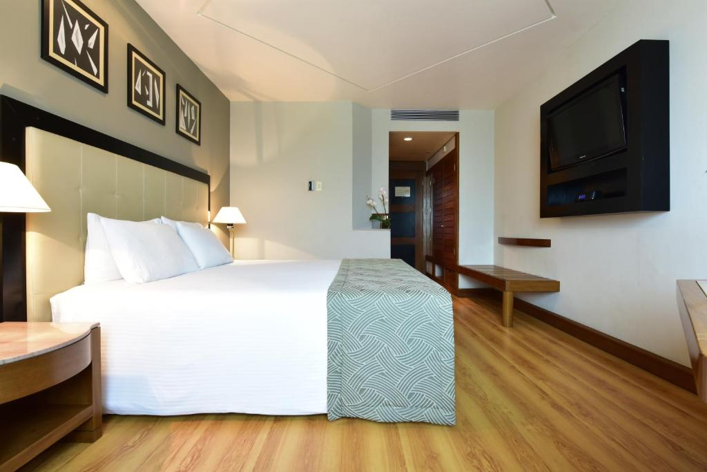 A bed or beds in a room at Pestana São Paulo
