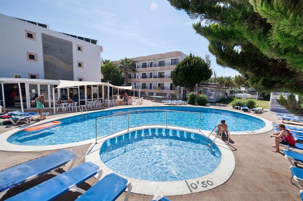Het zwembad bij of vlak bij Club La Noria