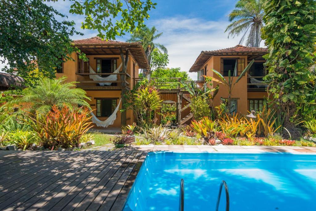 A piscina localizada em Pousada Erva Doce ou nos arredores