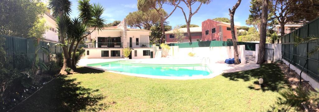 The swimming pool at or near Refuge Holiday Homes | Villa Nola