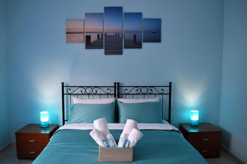 A bed or beds in a room at B&B Dream House