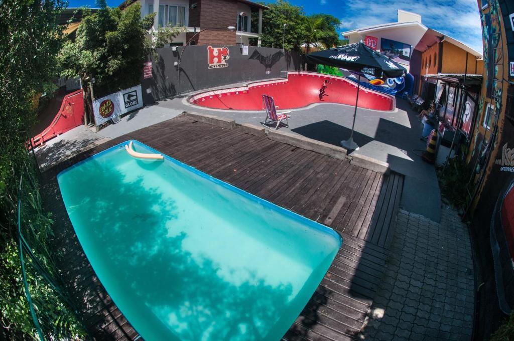 Vista de la piscina de Hi Adventure o alrededores
