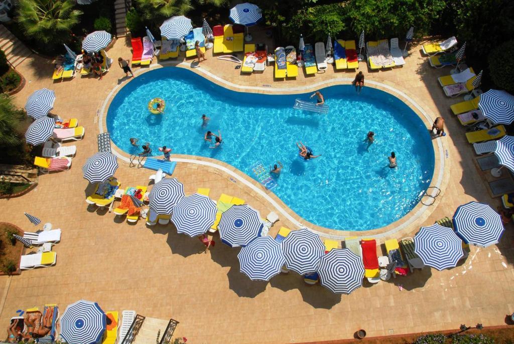 Вид на бассейн в Artemis Princess Hotel или окрестностях