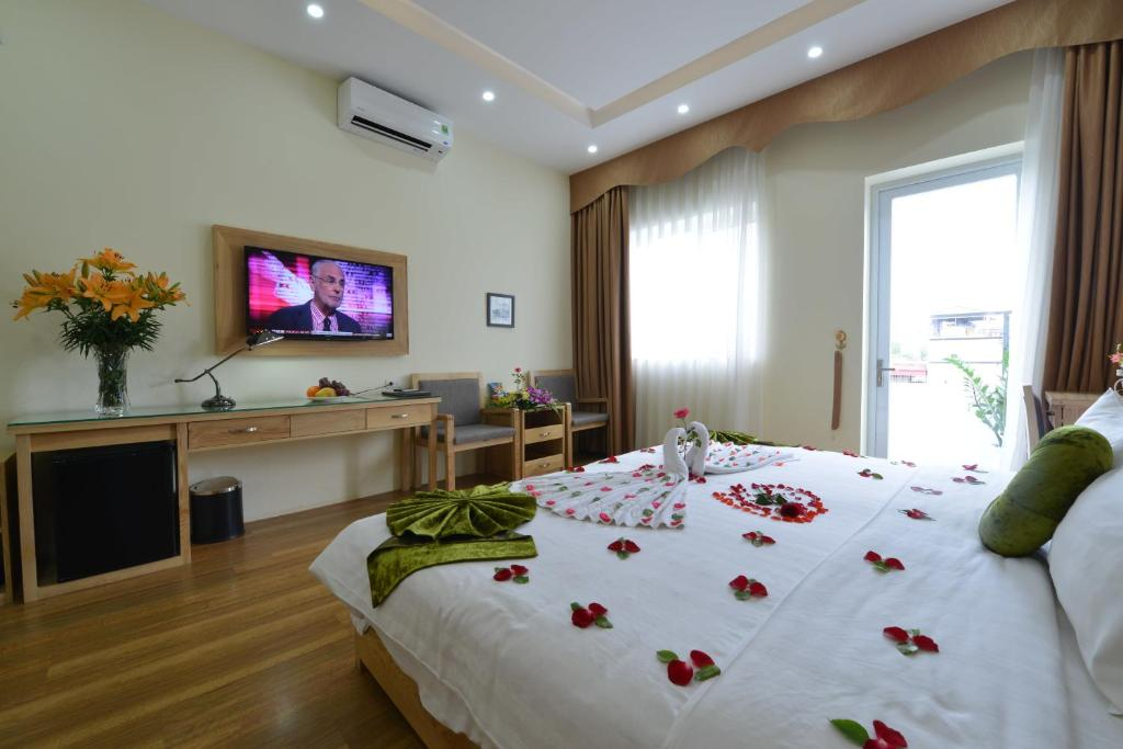 A television and/or entertainment center at Blue Hanoi Inn Hotel