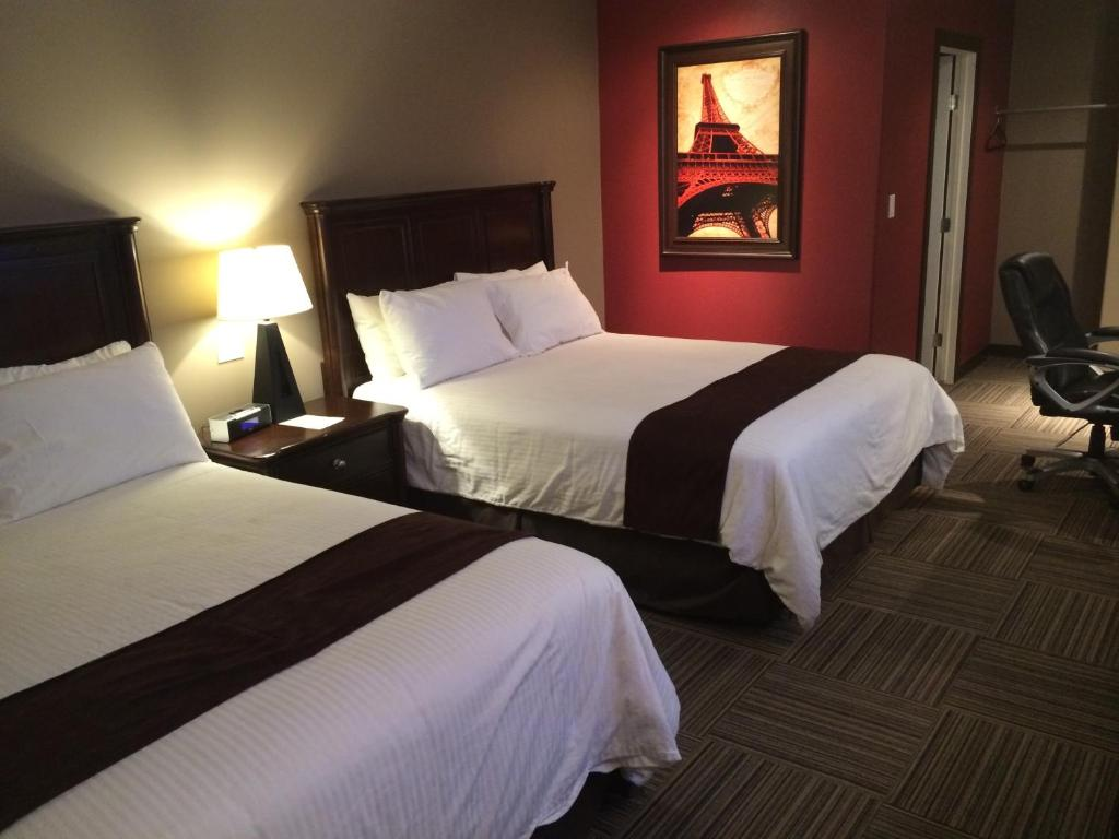 A bed or beds in a room at 121 Steakhouse & Motel