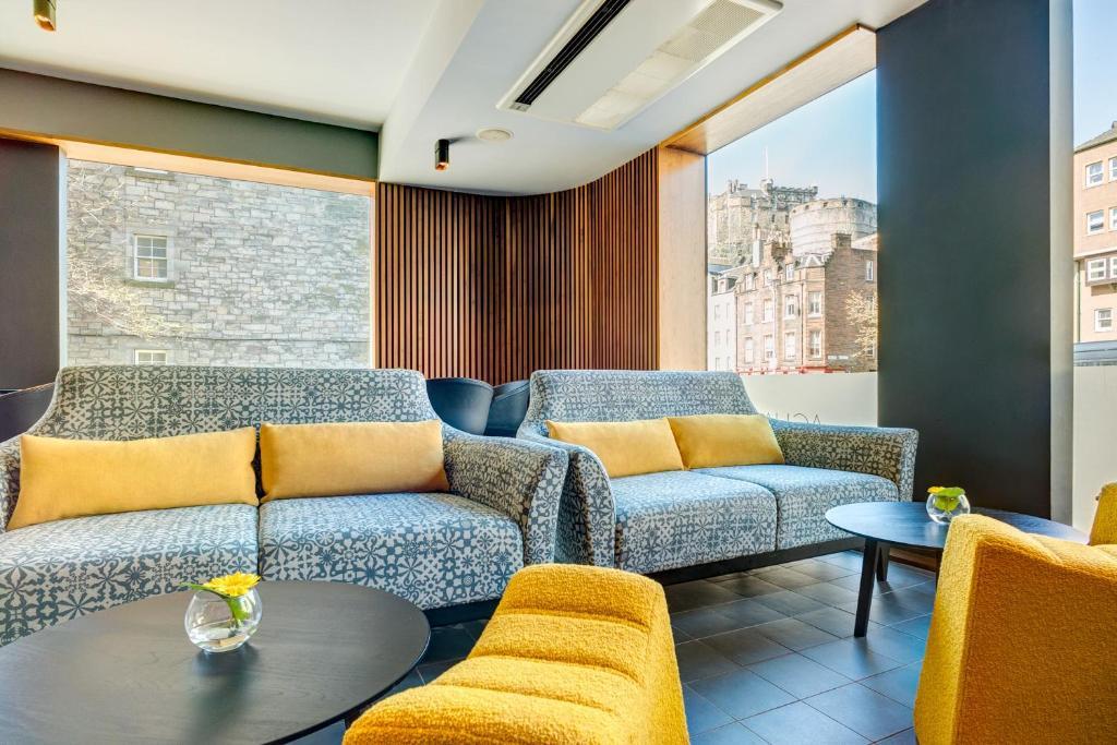 A seating area at Apex City of Edinburgh Hotel
