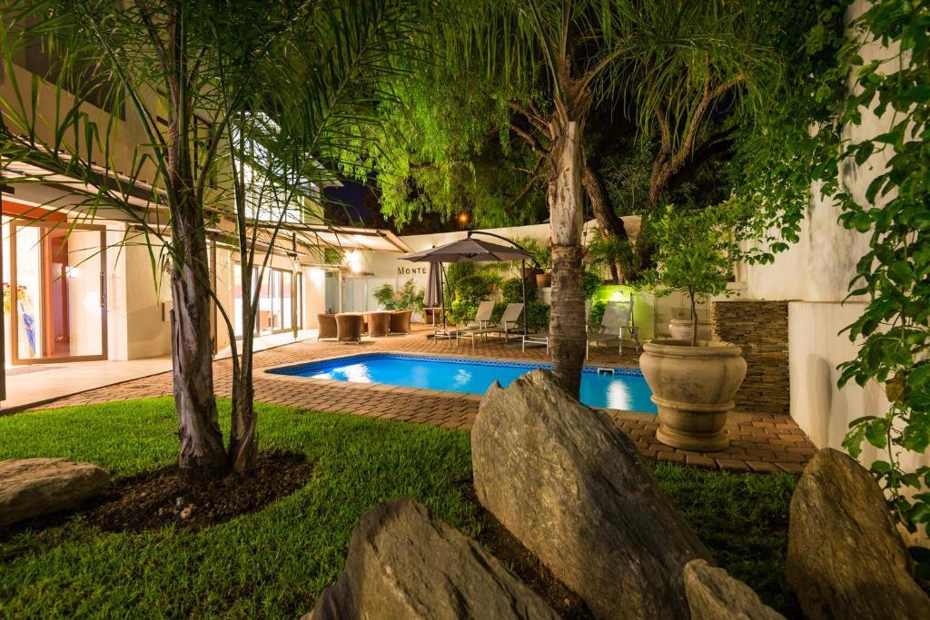 MonteBello Guesthouseの敷地内または近くにあるプール