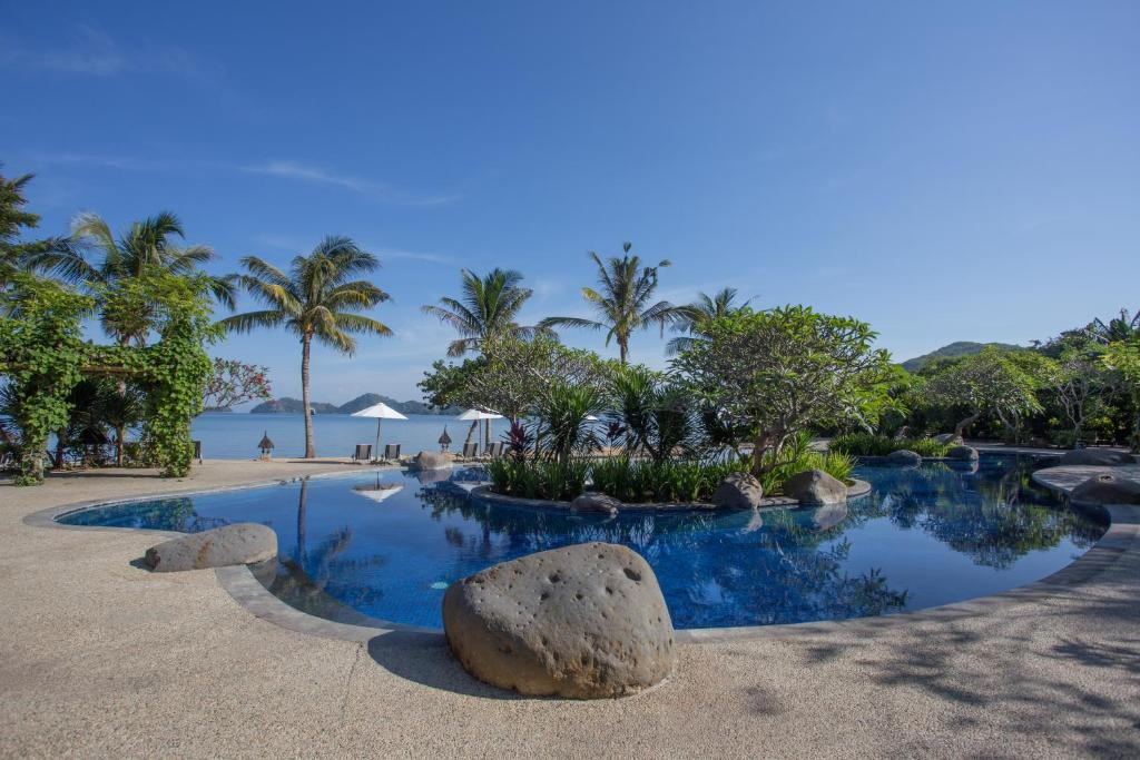 The swimming pool at or near Bintang Flores Hotel
