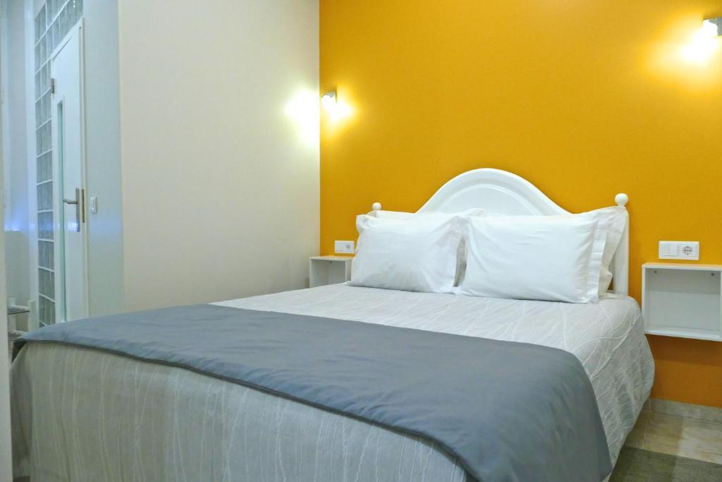 Uma cama ou camas num quarto em Guest House Sao Filipe