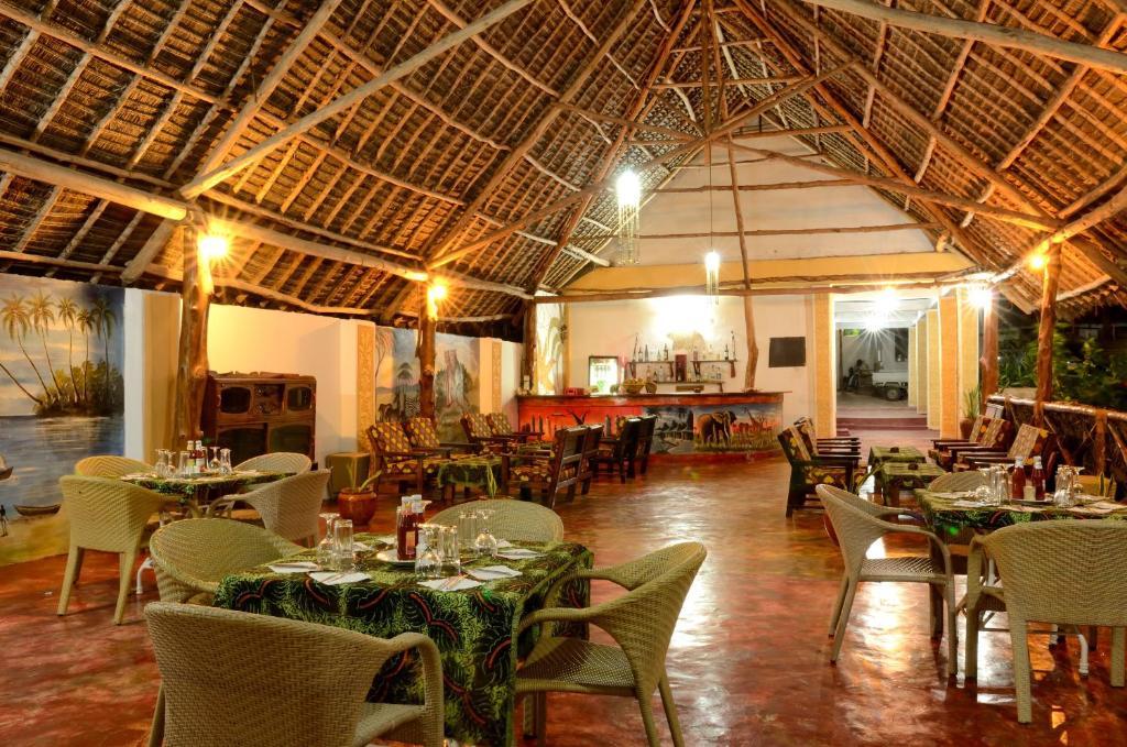 Restauracja lub miejsce do jedzenia w obiekcie Kaure Sand Beach Lodge