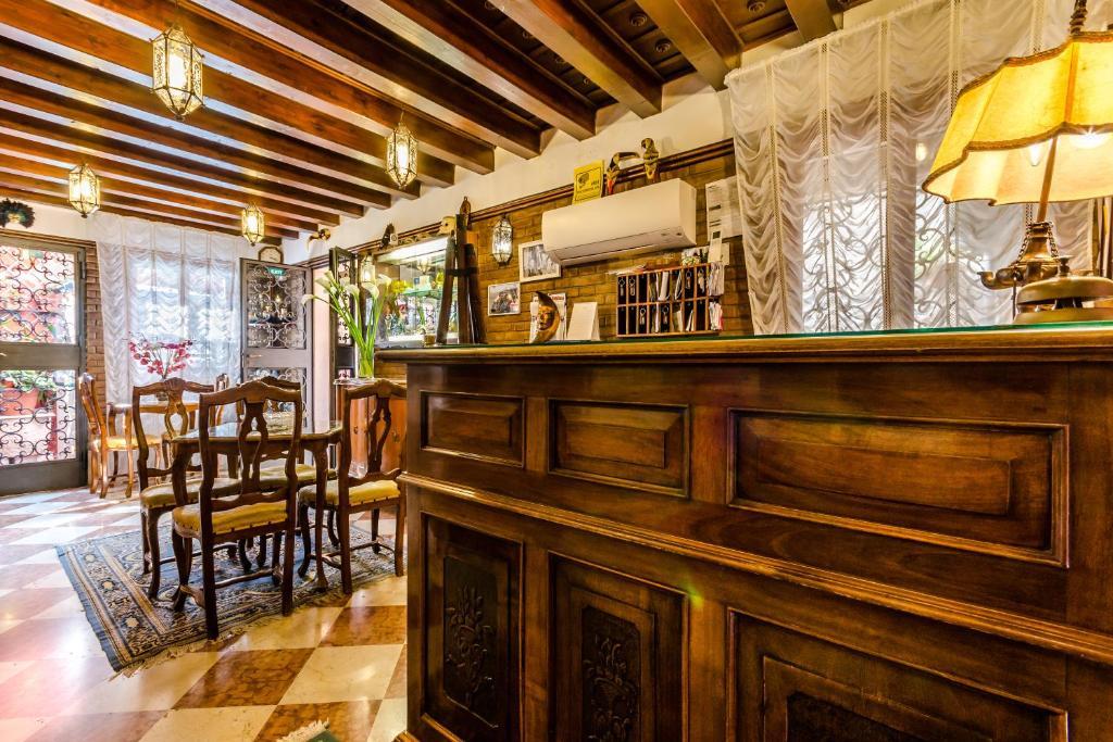The lounge or bar area at Hotel Ariel Silva