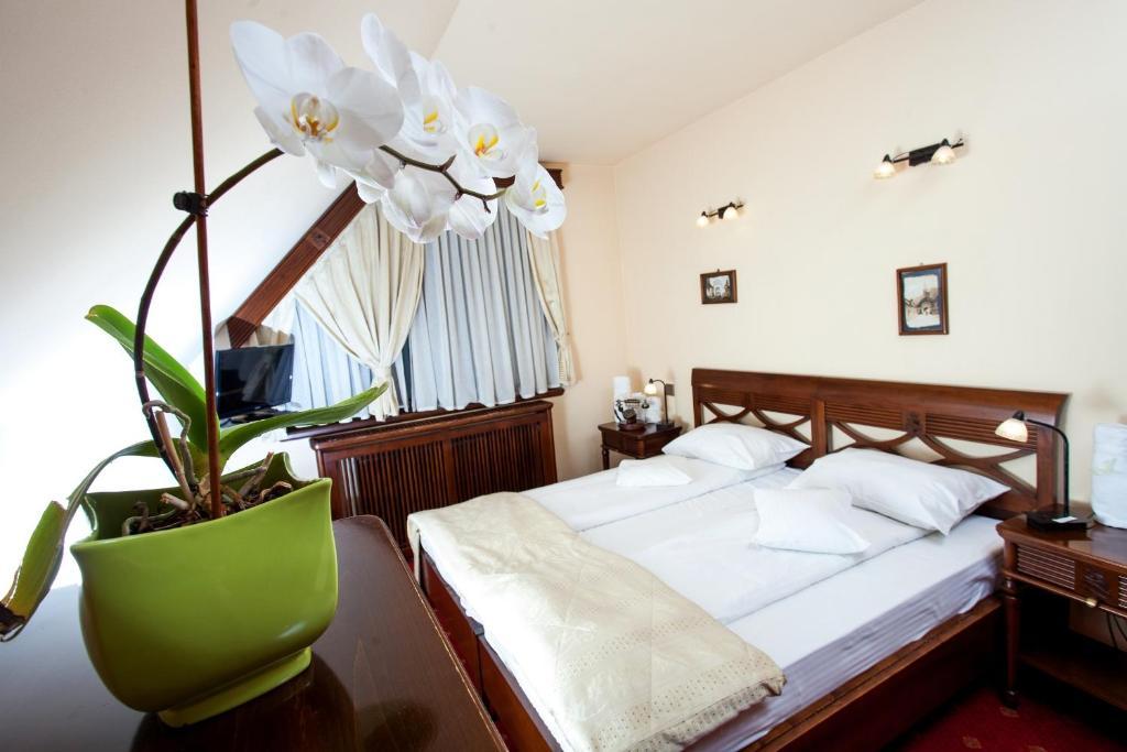 Кровать или кровати в номере Pension Brasovu Vechi