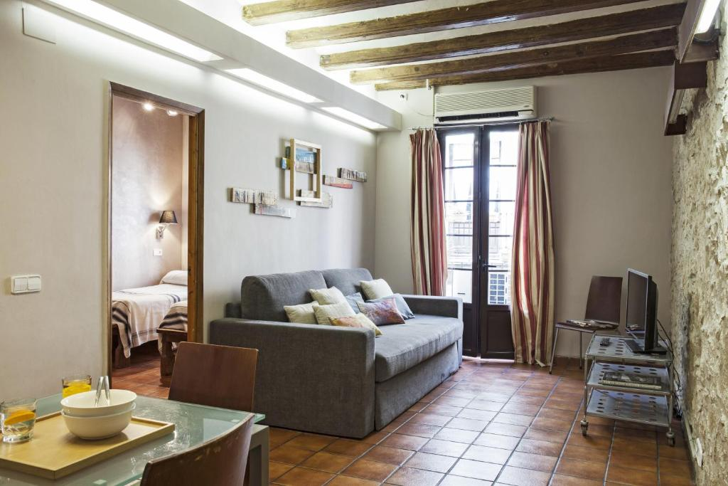 A seating area at AinB Las Ramblas-Guardia Apartments