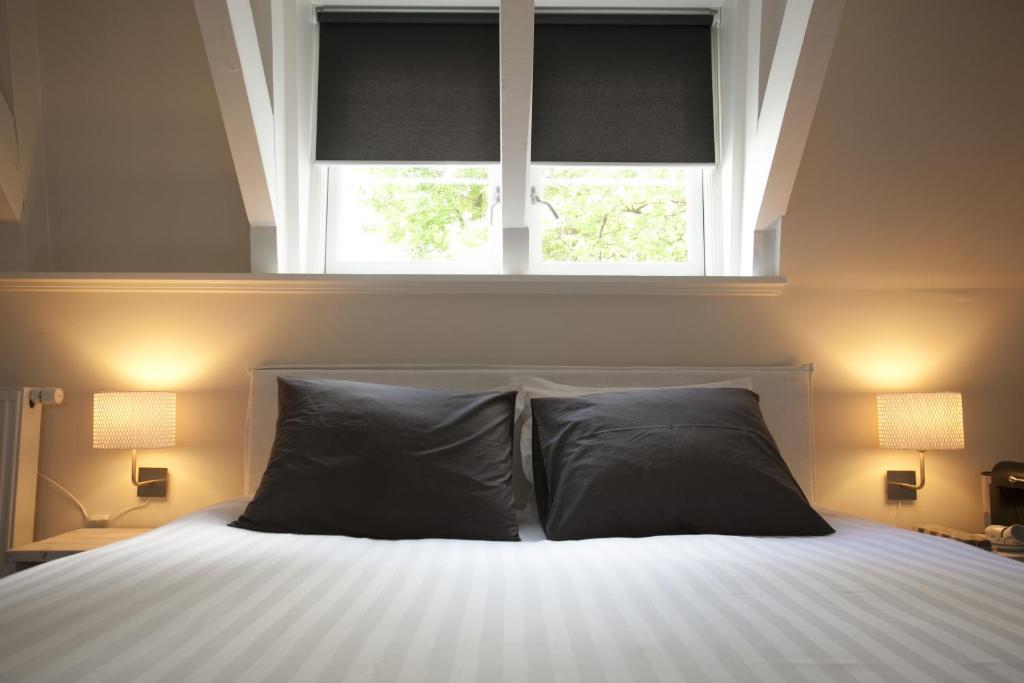 Un ou plusieurs lits dans un hébergement de l'établissement Empiric Boutique Suites Prinsengracht