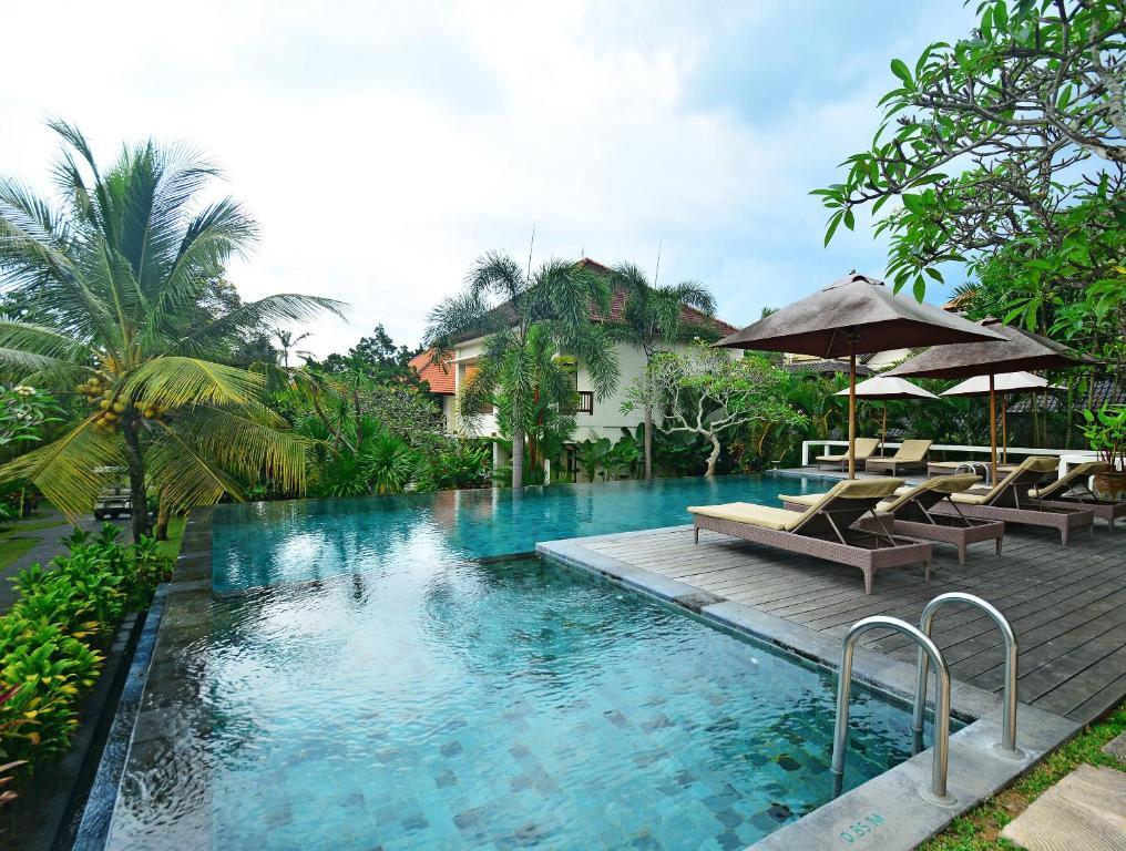 Majoituspaikassa Pertiwi Resort & Spa tai sen lähellä sijaitseva uima-allas
