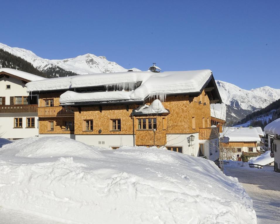 Hotel Garni Albona during the winter