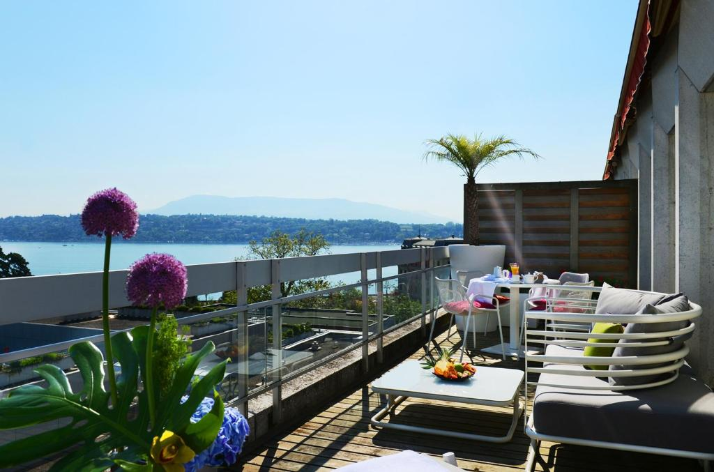 N Vy Manotel Geneva Switzerland Booking Com