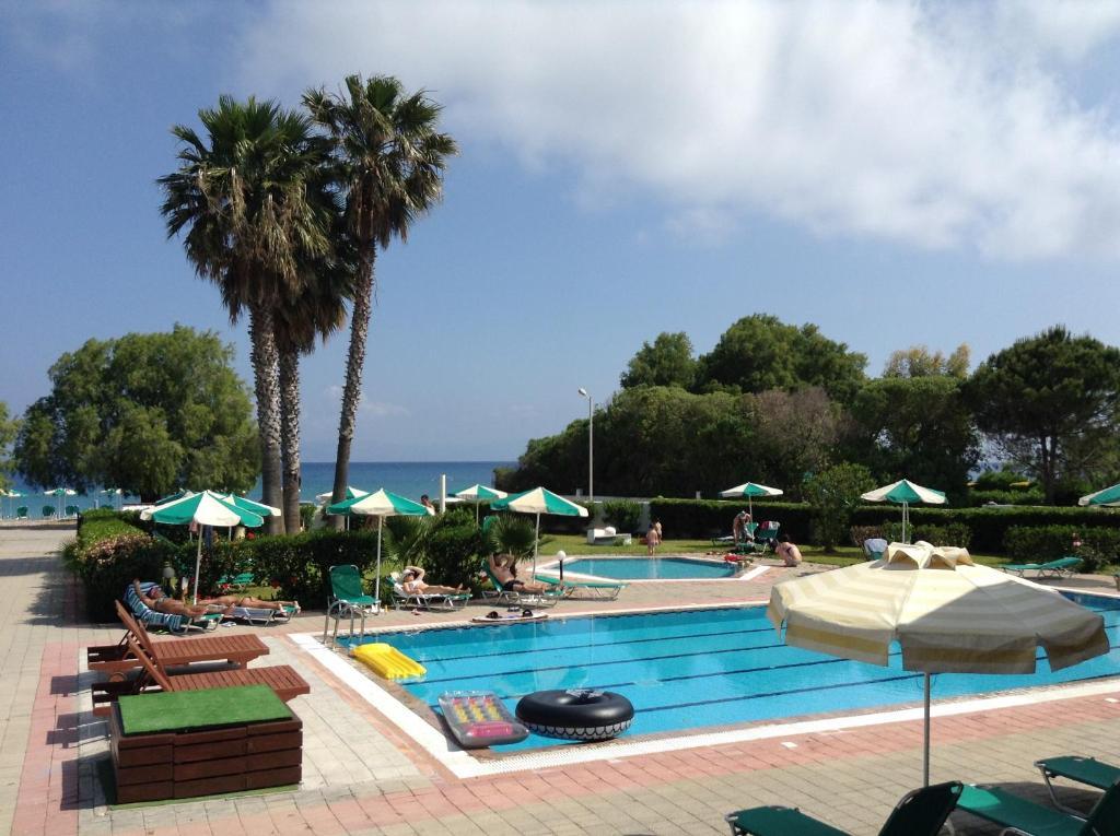 Piscina di Pylea Beach Hotel o nelle vicinanze